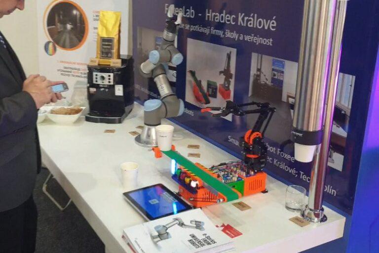 Robot vařící kávu