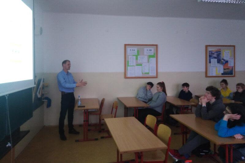 aPodporujeme-vzdelaní-s-projektem-prumysl-40
